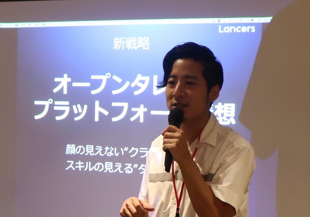 サーキュレーションラウンジでオープンタレントプラットフォーム構想を語る秋好社長