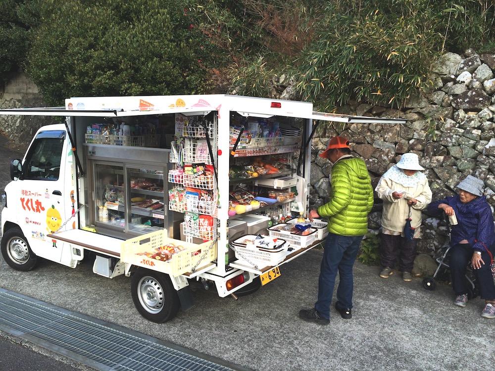 家村さんが移動スーパーをする様子3