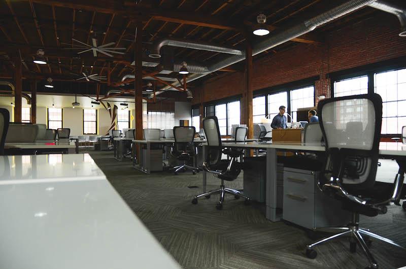 「コワーキングスペース」とは?:ノマド・個人事業主として働く。新しい働き方の用語解説